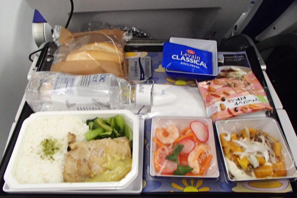 "ANAのA380""Flying Honu""成田→ホノルル便の機内食"