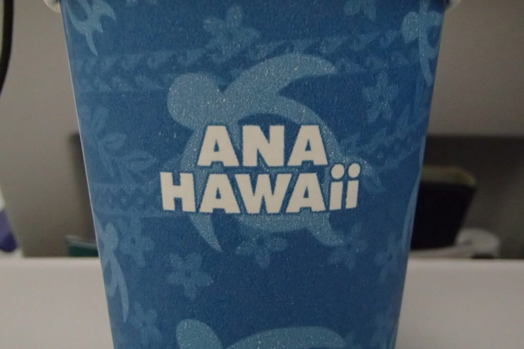 "ANAのA380""Flying Honu""機内で配布される特別仕様のカップ"