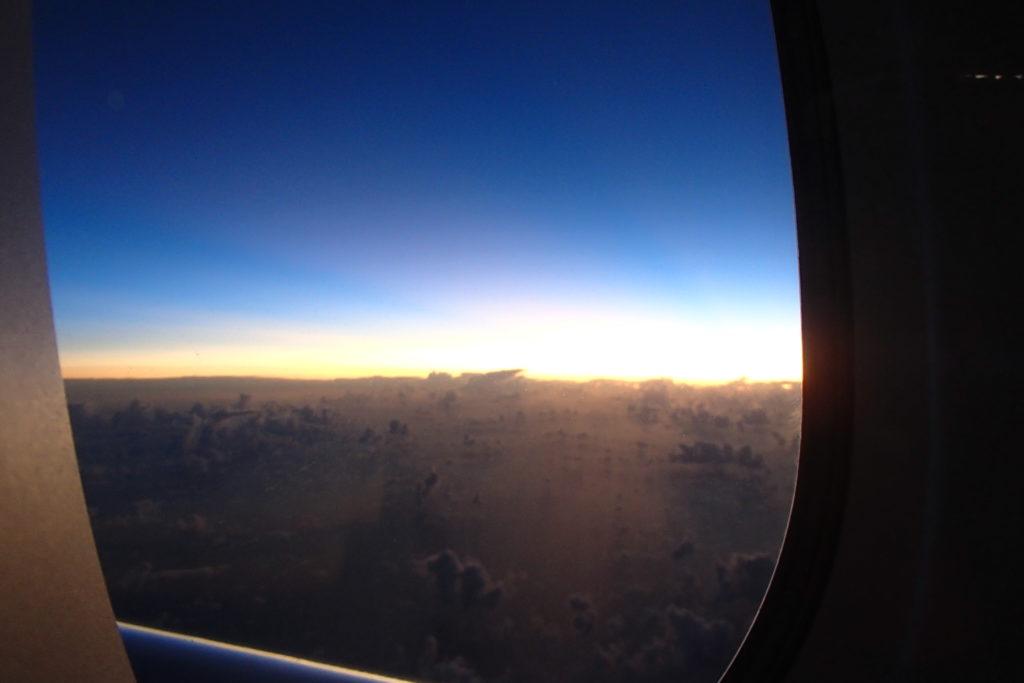"ANAのA380""Flying Honu""から見た夜明け"