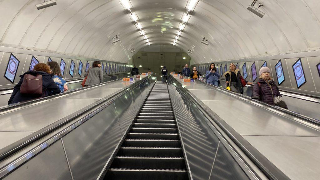 ロンドンの地下鉄 London Underground 駅