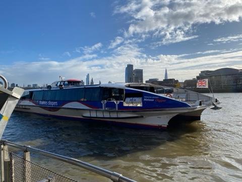 テムズ川のクルーズ船