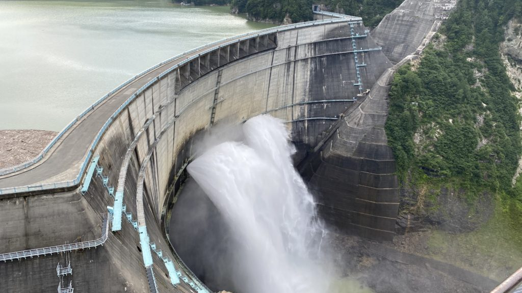 黒部ダム 観光放水