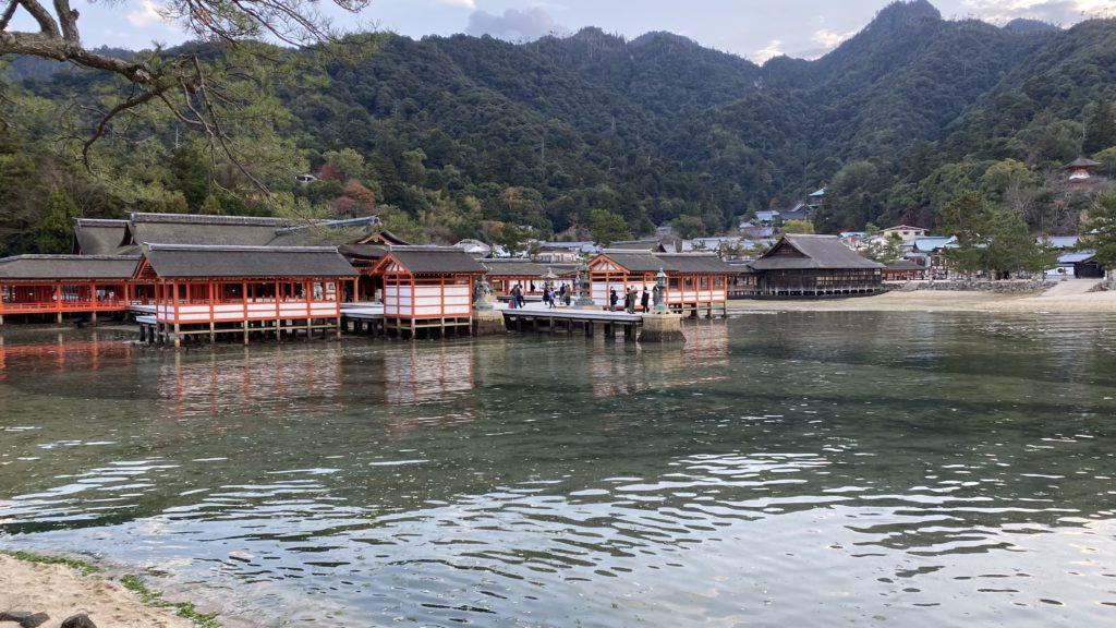 満潮に近い厳島神社