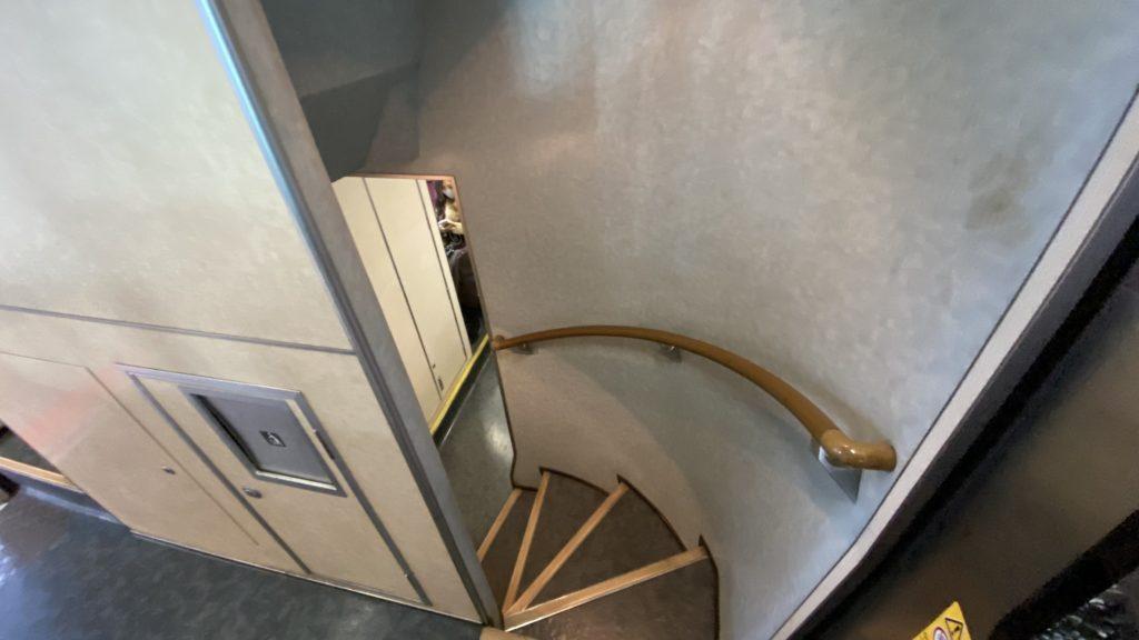 マリンライナーの階段