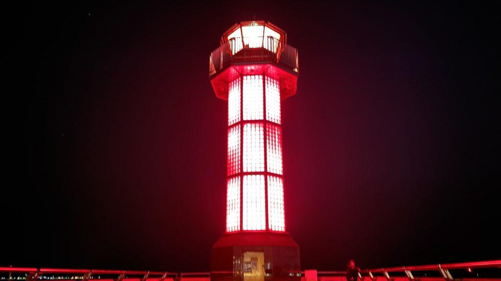 サンポート高松の赤い灯台