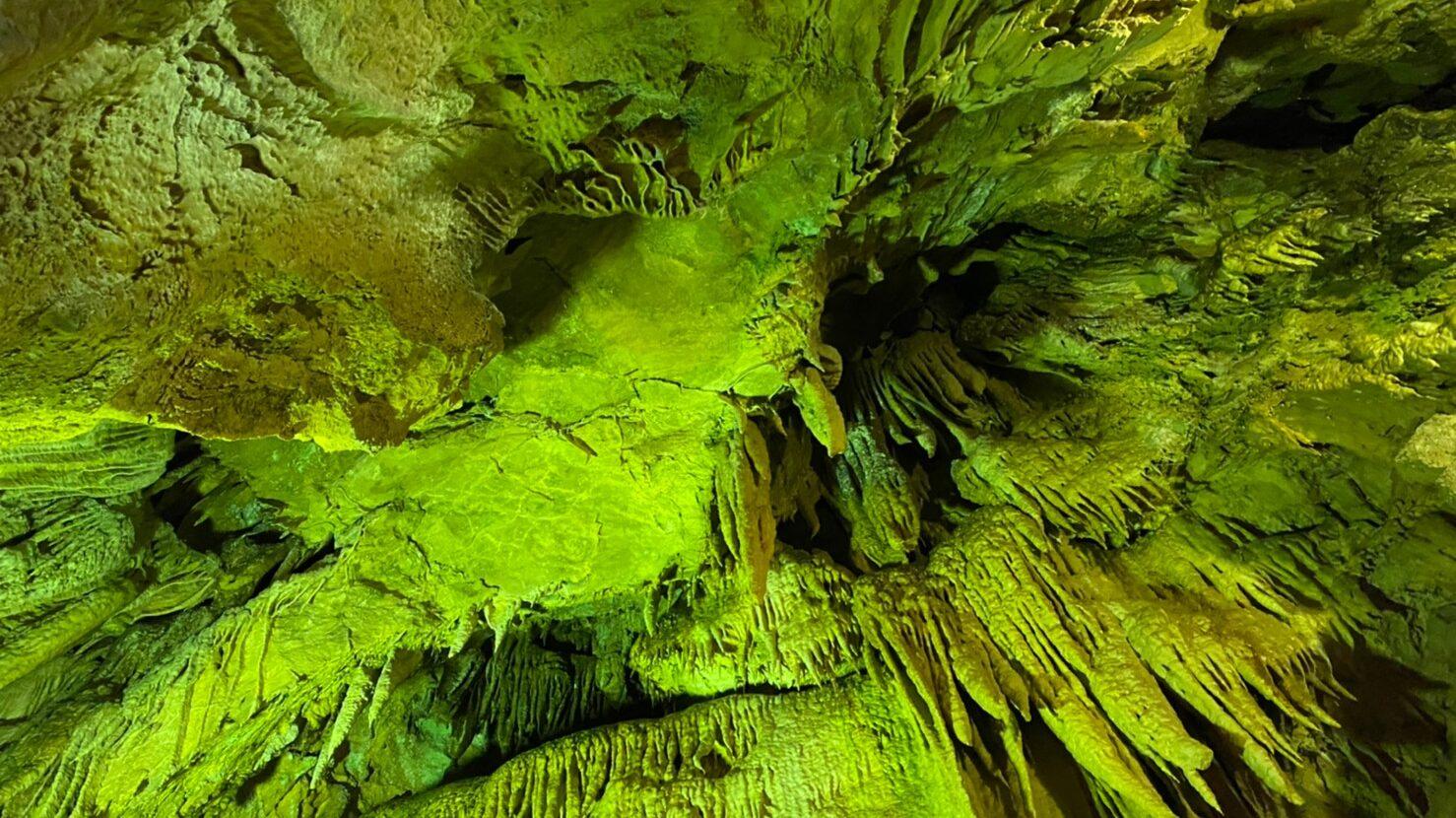 大滝鍾乳洞の内部