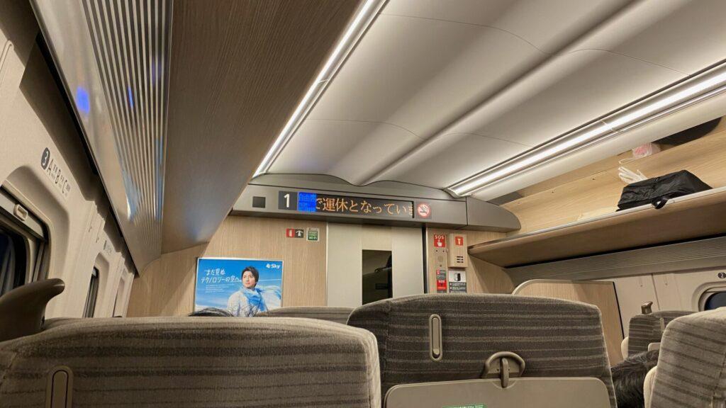 E5系新幹線で運転される列車は普通車も全席コンセント完備!