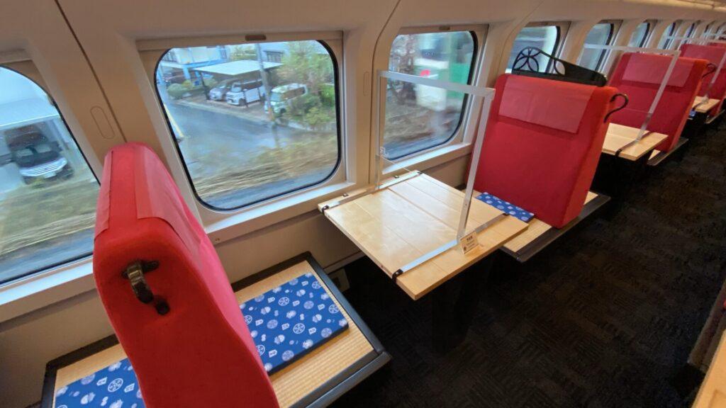 お座敷形式の座席になっている、12号車から14号車