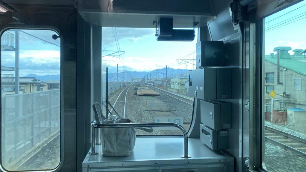 山形新幹線と並走しつつ山形を出発